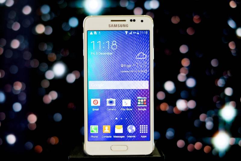 galaxy alpha il primo smartphone samsung con la scocca in metallo
